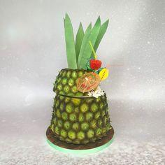 bedfordshire #bedford #birthdaycake #cakesofinsta #cakesofinstagram #cakestagram #cake #celebrationcake #cakesinbedfordshire #cakesinbuckinghamshire #cakesinhertfordshire #cakesofig #cakedecorating #cakedecorator #birthdaycake #cakeart #cakeoftheday #cakelover #cakeartist #nextlevelbaking #beyondthecake #pineapplecake #pinacolada #pinacoladas #pinacoladacake #realism #tropicalparty #tropicalpartyideas #tropicalbirthday #tropicaltheme #cocktailsofinstagram #cocktailstogo Pina Colada Cake, Pineapple Cake, Tropical Party, Celebration Cakes, Cake Art, Cake Decorating, Birthday Cake, Desserts, Shower Cakes