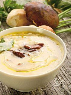 Cream of porcini mushrooms and potatoes - La Vellutata di porcini e patate è un primo piatto delicato, che ha in sé tutto il profumo del bosco. ✫♦๏☘‿FR Oct ༺✿༻☼๏♥๏写☆☀✨ ✤ ❀‿❀ ✫❁`💖~⊱ 🌹🌸🌹⊰✿⊱♛ ✧✿✧♡~♥⛩ ⚘☮️❋ Wine Recipes, Soup Recipes, Vegan Recipes, Cooking Recipes, I Love Food, Good Food, Yummy Food, Cena Light, Food Wishes