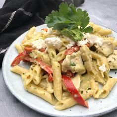 One pot pasta med kylling og pesto - Nem aftensmad Pasta Med Pesto, Pasta Salad, Best Low Carb Cheesecake Recipe, Brownie Cheesecake, Healthy Packed Lunches, One Pot Pasta, Thm Recipes, Italian Recipes, Feta