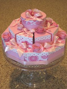 Divine Domesticity: Piece of cake!   Would be great for a shower. Can hold party favors too!