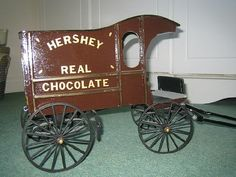 Traditional Scale Hershey delivery wagon - model horses