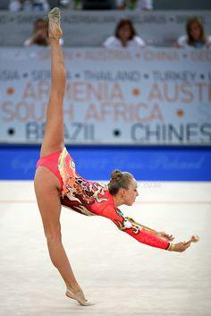 Inna Zhukova in rhythmic gymnastics performing clubs at Patras 2007