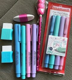 Impress your friends and show off your creativity with your DIY ideas. Stationary Store, Stationary School, School Stationery, Stationery Items, Cute Stationery, School Suplies, Fine Pens, Stabilo Boss, Back To School Supplies