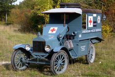 Une Ambulance Ford T de 1917 Au Salon Champenois du Véhicule de collection à Reims Hot Rod Trucks, Old Trucks, Ambulance, Vintage Cars, Antique Cars, Veteran Car, Military Modelling, Emergency Vehicles, World War One