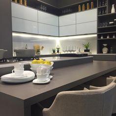 """3,237 kedvelés, 19 hozzászólás – Home•Décor•arq•interior•casa (@_homeidea) Instagram-hozzászólása: """"Mix do cinza e branco, com o toque do amarelo na cozinha. 😘 É a @designweekendsp apresentando…"""""""