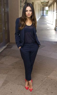Spring or fall - business casual - work outfit - navy outfit - Mila Kunis Fashion Mode, Work Fashion, Monochrome Fashion, Petite Fashion, Fall Fashion, Fashion Shoes, Bright Heels, Look Blazer, Outfits Mujer