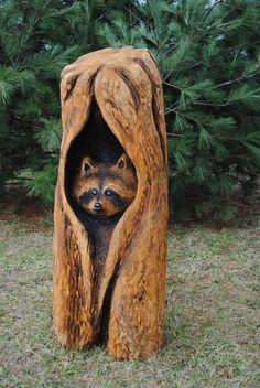 Peeking raccoon by on DeviantArt – Schnitzerei Chainsaw Wood Carving, Dremel Wood Carving, Wood Carving Art, Tree Carving, Wood Art, Wood Carving Designs, Wood Carving Patterns, Wooden Animals, Tree Sculpture