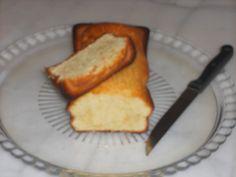 """750g vous propose la recette """"Cake au yaourt et sirop d'ananas"""" publiée par DALILA34."""
