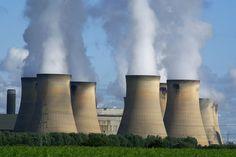 Flamanville (France) - Périmètres d'évacuation étriqués, sirènes d'alerte inaudibles, communications défaillantes, chaos prévisible: quatre ans après Fukushima, la France, dont le réseau de réacteurs est l'un des plus denses du monde, semble encore insuffisamment...