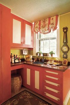 Creamy yellow calms down sizzling red-orange in a cozy kitchen corner. | Similar look: Butter Up (yellow) and Fireworks (red), @Sherwin-Williams | Photo: Eric Roth