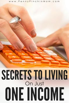 How You Can Live on One Income – Finance tips, saving money, budgeting planner Living On A Budget, Family Budget, Frugal Living Tips, Frugal Tips, Frugal Family, Simple Living, Ways To Save Money, Money Tips, Money Saving Tips