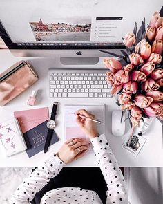 20 Inspirational Home Office Decor Ideas For 2019 Blog Inspiration, Workspace Inspiration, Morning Inspiration, Fashion Inspiration, Flat Lay Photography, Photography Branding, Laptop Photography, Home Office Design, Home Office Decor