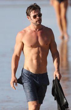 "capwap: ""What a man, ummm "" Frank Zane, Hemsworth Brothers, Chris Hemsworth Thor, Man Thing Marvel, Marvel Man, Point Break, Le Male, People Magazine, Male Physique"