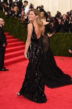 "Gisele Bundchen Photos Photos - Model Gisele Bundchen attends the ""Charles James: Beyond Fashion"" Costume Institute Gala at the Metropolitan Museum of Art on May 5, 2014 in New York City. - Red Carpet Arrivals at the Met Gala — Part 3"