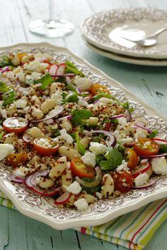 Salada de quinta, feijão branco e queijo ceta.Blogue com receitas variadas, muitas fotos de comida e apontamentos de viagem.