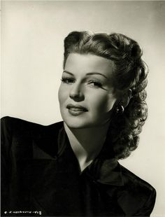 Rita Hayworth in Cover Girl Rita Hayworth, Fellini Films, Fine Girls, Tv Actors, Classic Beauty, Iconic Beauty, Famous Faces, Vintage Beauty, Covergirl