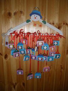 adventní kalendář výroba - Hledat Googlem Christmas Wreaths, Christmas Decorations, Holiday Decor, Christmas Ideas, Pavlova, Christmas Inspiration, Diy And Crafts, Calendar, Home Decor