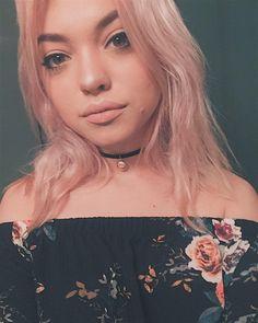 Hey Violet, Bff Goals, Woman Crush, Girl Photography, Pink Hair, Her Hair, Hair Pins, Sexy Women, Beautiful Women