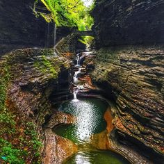 This Km Gorge Trail Will Take You Past 19 Waterfalls Near Ontario This Spring - Narcity Ontario Travel, Toronto Travel, Park Trails, Hiking Trails, Places To Travel, Places To Go, Watkins Glen State Park, Great American Road Trip, Waterfall Hikes