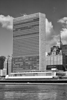 The United Nations Secretariat Building is a 154 m (505 ft) tall skyscraper and the centerpiece of the United Nations Headquarters, located in Manhattan, in New York City #USA