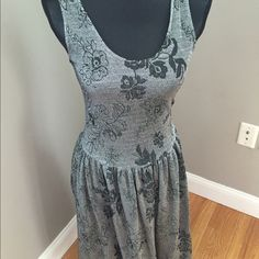Shiny metallic weave vintage 80s dress Excellent condition- quite stretchy. Small measurements: bust 30–34 inches, waist 28 inches, free help, length 45 inches. Vintage Dresses Midi
