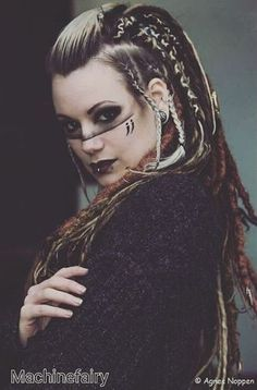Best viking braided hair style shieldmaiden__sisters for more shieldmaiden lagertha lagerthalothbrok womanwarrior Dreads, Photographie Art Corps, Viking Makeup, Warrior Makeup, Tribal Makeup, Tribal Hair, Viking Braids, Viking Costume, Fantasy Makeup