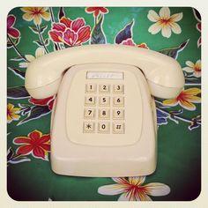 $20  Teléfono heraldo años 80 color marfil. via Bahía, confecciones, recuerdos y puestas de sol.. Click on the image to see more!