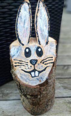 Glad kanin eller påskhare som den också kan heta, fast med lite kortare öron. Skapa en själv, eller skaffa en färdig hos Världens Blommor. Glad, Bunny, Animals, Timber Wood, Animales, Animaux, Hare, Rabbit, Animal Memes