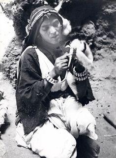 Maroc. Femme de la Vallée de la Todra c1950