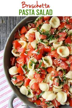 This Bruschetta Pasta Salad is a perfect summer side dish. Loaded with tomatoes, basil, parmesan cheese and noodles this salad is a must make dish! Caprese Pasta Salad, Easy Pasta Salad Recipe, Summer Pasta Salad, Bruschetta Salad Recipe, Pasta Salad Recipes Cold, Easy Cold Pasta Salad, Cold Pasta Dishes, Summer Pasta Dishes, Pasta Side Dishes