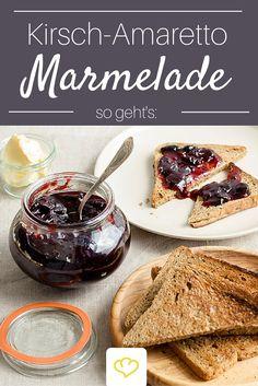 Es gibt nichts Besseres als ein krosses Toast, Quark und diese köstliche Kirsch-Amaretto Marmelade!
