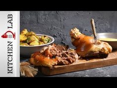 Roast pork shank with potatoes by Greek chef Akis Petretzikis. Delicious, aromatic pork shanks roasted to perfection and marinated in a special mustard sauce! Foil Dinners, Christmas Cooking, Pork Roast, Tasty Dishes, Food And Drink, Potatoes, Cooking Recipes, Mustard, Meals