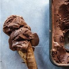 Make the best out of dark chocolates with these dessert recipes we've got for you. These are the best dark chocolate recipes you'll find anywhere! Ice Cream Desserts, Mini Desserts, Frozen Desserts, Ice Cream Recipes, Frozen Treats, Delicious Desserts, Dark Chocolate Ice Cream, Dark Chocolate Recipes, Chocolate Desserts