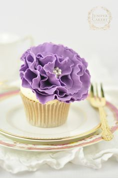 Ruffled flowers are perfect for cake designs that need the focus to stay on other aspects of the cake and they're wonderfully unimposing for designs of the more modern persuasion too! With this in mind we've created a fabulously easy tutorial on how to create a frilled fondant flower — perfect for adorning everything from three-tiered cakes to tiny cupcakes. Read on!