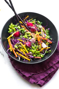 Edamame Salad is healthy colorful and crunchy it s bean salad meets rainbow slaw with an Asian twist This easy no-mayo side dish goes with everything Herb Salad, Salad Bar, Summer Potluck, Summer Salads, Corn And Bean Salad, Asian Recipes, Ethnic Recipes, Healthy Recipes, Veggie Recipes