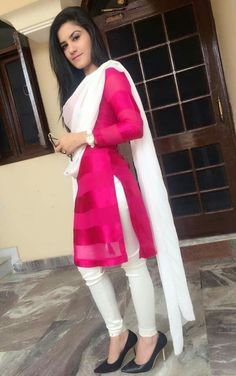 Looking beautiful kaurb in pink & with suit Punjabi Fashion, Bollywood Fashion, Indian Fashion, Salwar Designs, Blouse Designs, Pakistani Outfits, Indian Outfits, Indian Dresses, Indian Attire