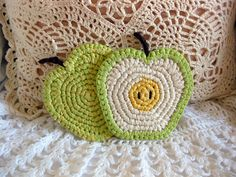 Apple coaster or a great applique for a bag, etc.. Pattern here http://www.ravelry.com/patterns/library/apple-coasters