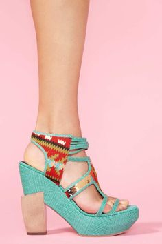 These are a delight, very Spanish, Aztec'y and Native Americanish.  Luv them!  Austin Cutout Platform