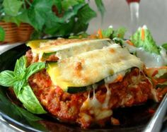 Zucchini Lasagna (Lasagne) - Low Carb - I may try this with quorn mince and an Aubergine, instead of a courgette! Low Carb Recipes, Cooking Recipes, Healthy Recipes, Entree Recipes, Low Carb Zucchini Lasagna, Great Recipes, Favorite Recipes, Clean Eating, Healthy Eating