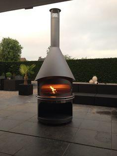 Buitenkachel/barbecue Hades Outdoor Fire, Outdoor Living, Barbecue, Garden Furniture, Home And Garden, Backyard, Ceiling Lights, Pergola, Interior Design