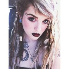 Girl crush <3 this pretty lady has amazing fashion. Love her dreadlocks!!! Check out lunamayflowers on Instagram or shopmoontribe.storenvy to browse her handmade goodies!! :)