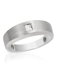 Princess cut diamond in white gold.