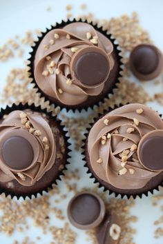 Birthday Brownies, Bakers Gonna Bake, Mini Muffins, Cakes And More, No Bake Desserts, Cupcake Cakes, Oreo Cupcakes, Yummy Cakes, Bakery
