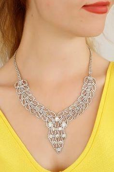 Bead Jewellery, Jewelery, Beaded Jewelry Patterns, Jewelry Model, Beaded Animals, Jewelry Making Tutorials, Bead Weaving, Necklace Designs, Beaded Necklace