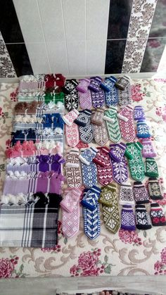 Fair Isle Knitting, Eminem, Mittens, Diy And Crafts, Quilts, Fingerless Mitts, Quilt Sets, Fingerless Mittens, Gloves