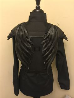 Wings are almost done!! I'm loving the way they are turning out! Just like the real costume they are held on by magnets and can be removed easily!! Real Costumes, Halloween Costumes For Girls, Diy Costumes, Halloween 2018, Halloween Makeup, Halloween Ideas, Mockingjay Costume, Katniss Costume, Katness Everdeen Costume