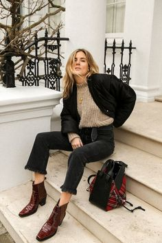 Photos via: Fashion Me Now Season after season, casual footwear has dominated the street style circuit and invoked constant discussion. Although the sneaker and slipper trend will remain popular, an a Source by cennetsivri Fashion Me Now, Look Fashion, Womens Fashion, Fashion Design, Fall Fashion, Ladies Fashion, Classy Fashion, Street Fashion, Retro Fashion