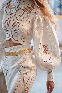Fashion Tips Moda Fashion Details, Look Fashion, Womens Fashion, Fashion Tips, Fashion Design, Fashion Trends, Retro Fashion, Korean Fashion, Fashion Beauty