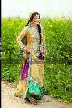 Awesome mehndi dress wit for me am coming with you Pakistani Mehndi Dress, Dulhan Dress, Bridal Mehndi Dresses, Mehendi Outfits, Pakistani Bridal Wear, Pakistani Wedding Dresses, Pakistani Outfits, Punjabi Wedding, Desi Bride
