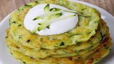 This page contains veggie pikelets (fritters) recipes. Making fritters can be a delicious way to get someone to eat their vegetables. Vegetable Recipes, Vegetarian Recipes, Healthy Recipes, Baby Food Recipes, Cooking Recipes, Eid Food, Hungarian Recipes, Kid Friendly Meals, Fritters